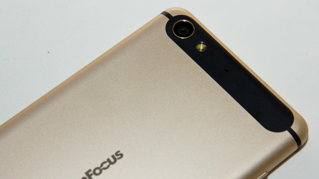 InFocus M560 Review - Up back side