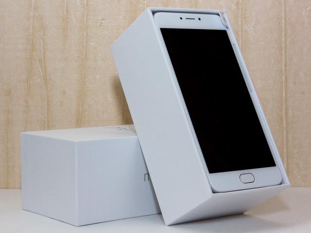 Meizu M3 Note Review - In box
