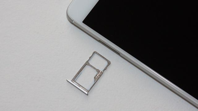 Meizu M3 Note Review - SIM slot