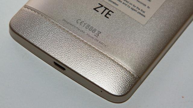 ZTE Axon Elite Review - Down back side