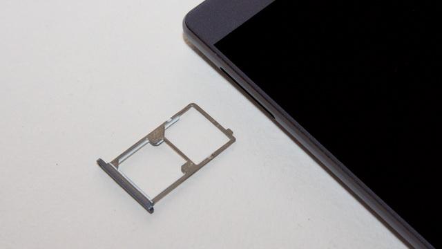 Elephone M3 Review - SIM slot