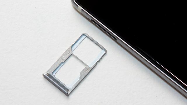 Ulefone Future Review - SIM slot