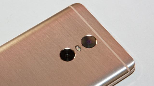 Xiaomi Redmi Pro Review - Up back